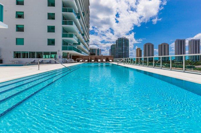alberca-departamento-Alejandra-Barrales-Miami